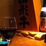 14270685 - 夜の雰囲気。カウンターです。ワインと牛肉美味しかったです。