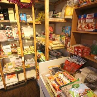 本場のスパイス・調味料・豆の販売コーナーあります!