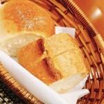 142710483 - パンは2種類 ほかほか