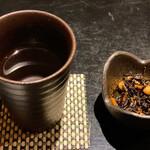 ほっこり - 新九乃紫(お湯割り)+突き出しのひじき煮