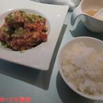中華ダイニングザイロン - 日替わりランチ(揚鶏)(ごはんとメイン) 2/2 1000円(税込)