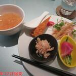 中華ダイニングザイロン - 日替わりランチ(揚鶏)(前菜とスープ) 1/2 1000円(税込)