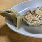 ギョーザ屋 - 料理写真:薄皮小ぶり