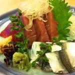 味和居割烹 たむら - 鰹・新子(880円)