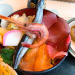 142730256 - 海鮮丼