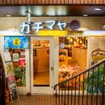 沖縄クラフトビール&琉球バル ガチマヤ - 明るく入りやすい入口!お気軽にどうぞ~