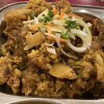 Sansaru - チキンとか高菜とかカリフラワーのタルカリ。味シミシミでウマいなぁ。あぁウマい。薬味にもひと工夫あってテンソン上がります。