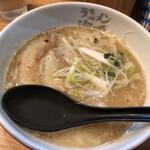 ラーメン海鳴 - 魚介とんこつラーメン