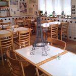 オー・カルチェ・ラタン - 客席、テーブルの上にエッフェル塔のオブジェらしきもの