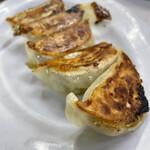 タカノ - 餃子   小ぶりで皮もっちり。美味しい