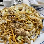 タカノ - ソース焼きそば   なんか変わった麺。意外とあっさり薄味。白ごはん欲しくなる
