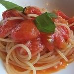 アル・ケッチァーノ - 井上農場完熟トマトのパスタ。さわやかな酸味が美味。麺がイマイチ