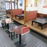 白頭山 - テーブル席と小上がりの座敷が有ります♪