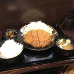 142760986 - 上キセキカツ定食(200g)。                       美味し。