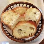 カフェマロン - スープドゥマルシェ 850円 のビゴのパン