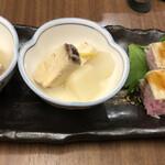142772969 - お通し、ブリの塩煮と大根、穴子寿司。いくら取られてたんだろう( ゚Д゚)