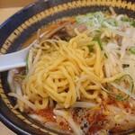 味八 - もっちもちの中太麺。これぞ北海道ラーメン。