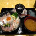 氷見回転寿司 粋鮨 - 料理写真:氷見地魚三種丼