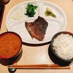 産直鉄板 くり - メジナの焼き魚定食