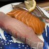 魚屋さんの新鮮回転寿司 - 料理写真:白身三貫(炙りたちうお・生サーモン・ぶり)