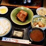 志げ家 - 料理写真:魚の煮付け&唐揚げ定食