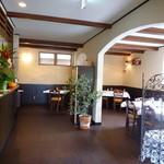 ラ リベラ - 夜は柱の陰で良い配置に 他のお客さん気にならない