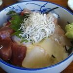 鴨鶴 - おすすめ海鮮丼(きんめ・かます・ひらめ・まぐろぶつ・しらす)