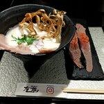 鶏soba 座銀 - 鶏soba+肉寿し(2貫) 税込1100円