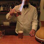 BAR YUMOTO - ホットバタードラムを作る湯本マスターの図1