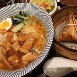 大連餃子基地DALIAN - ルーロー麺セット