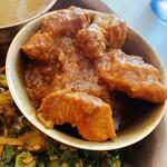 ニューガウレレストラン&セクワガル - セットのポークカレー(¥1,150のカレーは他より分量多め)