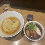 142813219 - 鰹昆布水つけめん(醤油) ¥1,000                       特製 ¥300