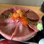 吉祥寺 肉ドレス海鮮丼 - あっぷ
