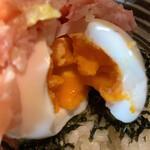吉祥寺 肉ドレス海鮮丼 - 半熟でした。