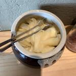吉祥寺 肉ドレス海鮮丼 - ガリ