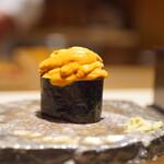 海味 - 馬糞雲丹とムラサキ雲丹のミックス