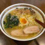 らーめん初代一国堂 - 料理写真:しおらーめん(770円)