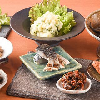30種以上の小皿料理と30種の日本酒をお楽しみ下さい!