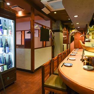 落ち着きの和空間でゆったり日本酒を楽しむ。一人飲みも大歓迎♪