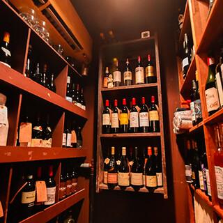 200種以上のワイン、バーテンダーによるカクテルもございます