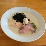 麺屋 はやぶさ - 料理写真:泡鶏しょうゆ  豚と鶏のWチャーシュー