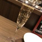 ジビエ×イタリアン ラカッチャ - 乾杯はスパークリングワイン