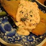 鰯屋 カタクチ - イワシフライ✨(香味野菜のピンク色タルタルソースと合う!)