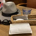 中華バルSAISAI。 - お冷や、おしぼり、テーブルセット