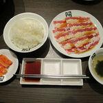 牛角 - 料理写真:牛バラトロカルビランチ 590円(税抜き)