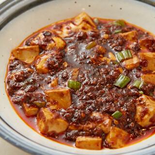 一品料理や麺類、ご飯ものまで、本格中華料理が約50種類以上