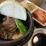 世宗 - 料理写真:壺漬カルビとキムチ