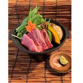 【人気メニュー】和牛とスペアリブの陶板焼き!