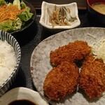 142882838 - 広島県 大粒カキフライ定食  ¥850(税込)