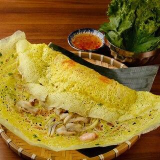 当店名物「バインセオ」日本最大級サイズのベトナム風お好み焼き